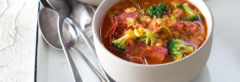 polievka so salámou chorizo a brokolicou