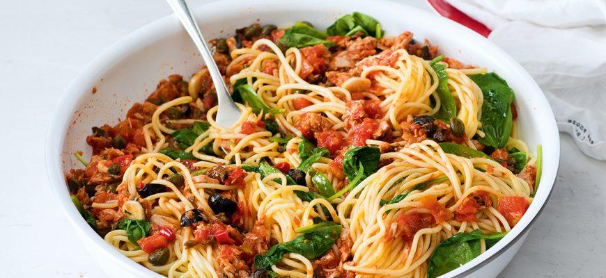 tuniakové špagety alla puttanesca